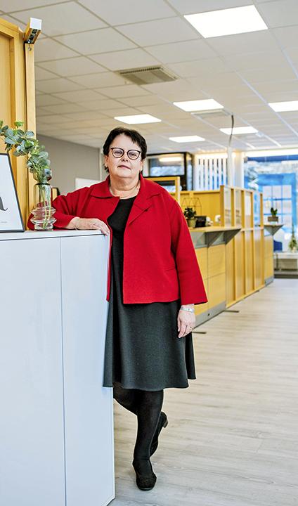 Marjut Mäki toimistossa